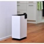 dezumidificator de la Stadler Form, cu higrostat incorporat si zgomot maxim de 43 dB, alb