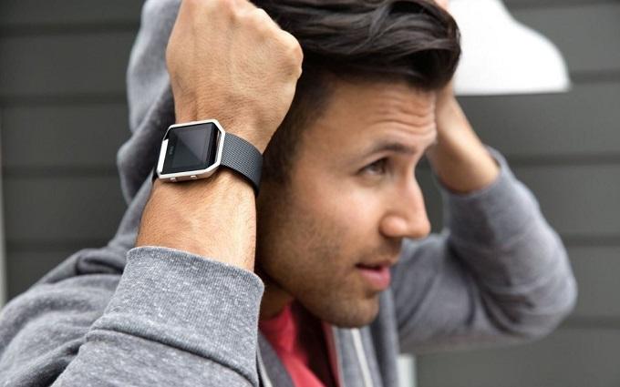 smartwatch de la fibit, sport, pentru android si ios